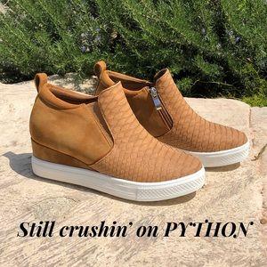 fdcd8a23a2b Shoe Story's Closet (@myshoestory) | Poshmark